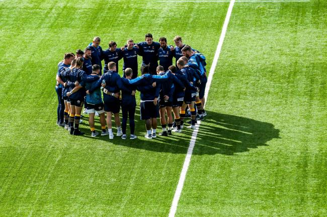 Worcester Warriors gather for a pre-match huddle. Picture: Robbie Stephenson/JMP