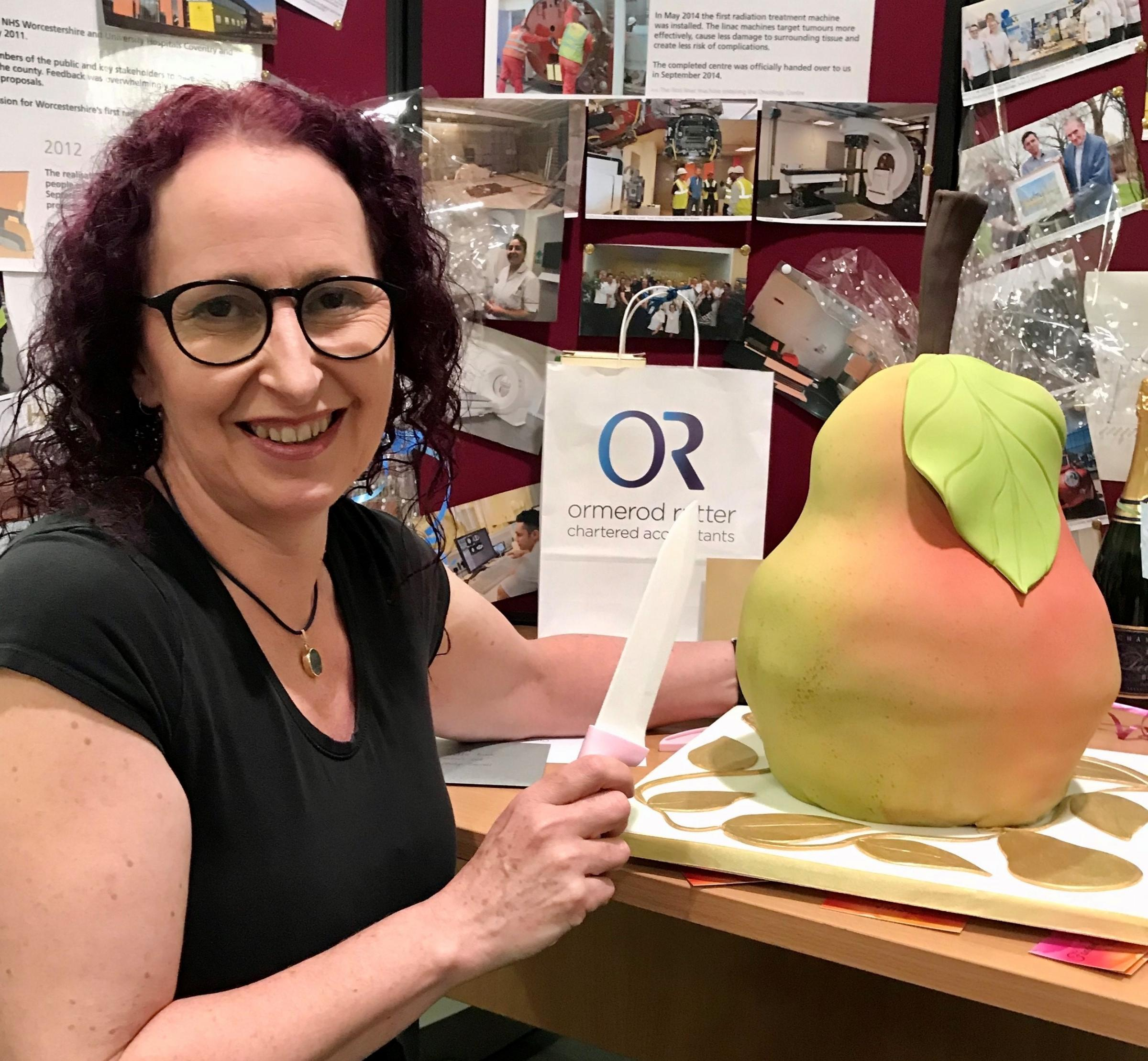 Malvern cancer patient bakes stunning cake to thank Worcestershire Royal oncology staff