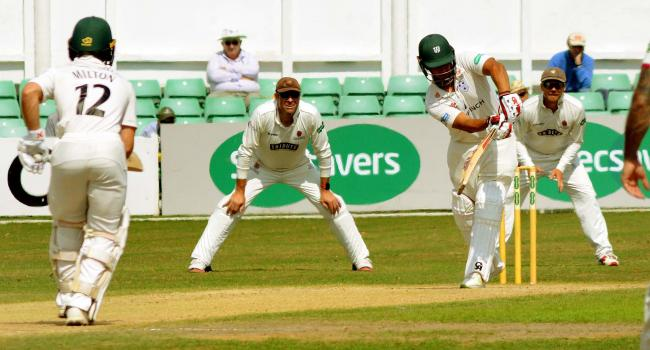 WNAWorcsCCC..WORCESTERSHIRE CCC V SOMERSET CCC.......Doliveira bats.