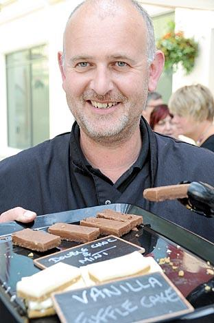 Worcester News: Fuffletier Gary Davis selling Fuffle, which is a form of fudge.
