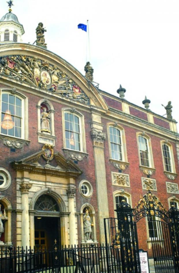 Guildhall chiefs agree to freeze councillors allowances