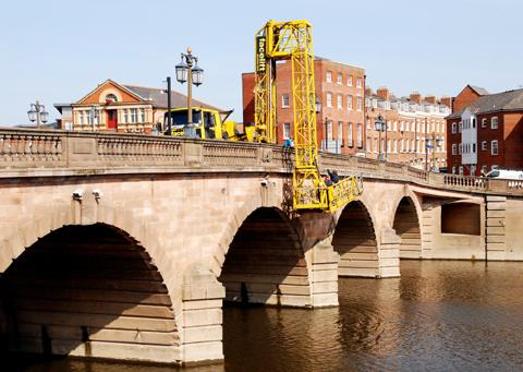 Worcester bridge: one lane is currently closed