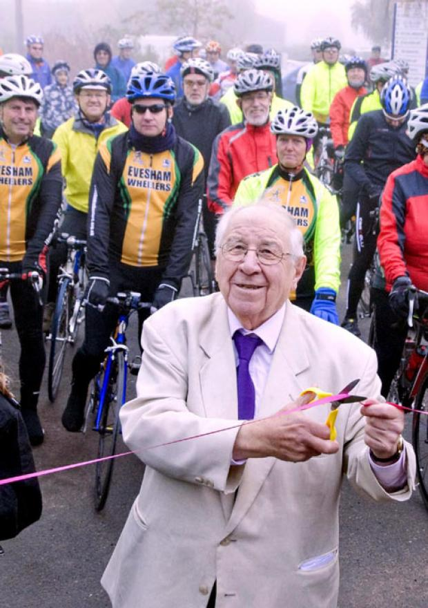 IN THE PINK: Henry Sandon gets the annual Bredon Hill cycling event off and running at Pershore College. 42159505