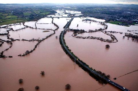 Terrific aerial video of flooding in Worcestershire