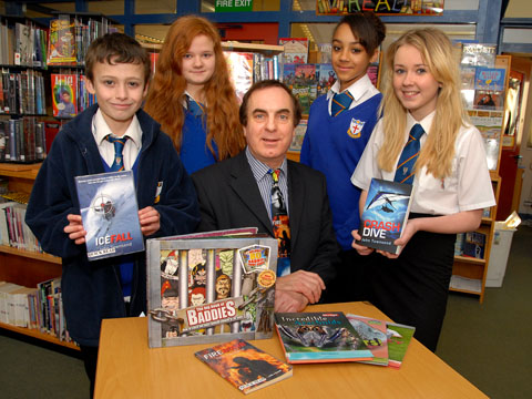 BOOKWORMS: Author John Townsend with, from left, Daniel Mackinnon, Fern Tolley, Freya Dobson and Olivia Porter (4812188603)