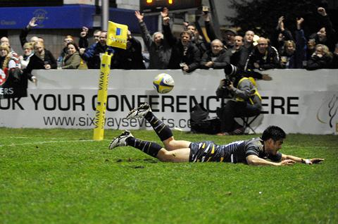 Warriors' David Lemi crosses for his first-half try. 0113215201