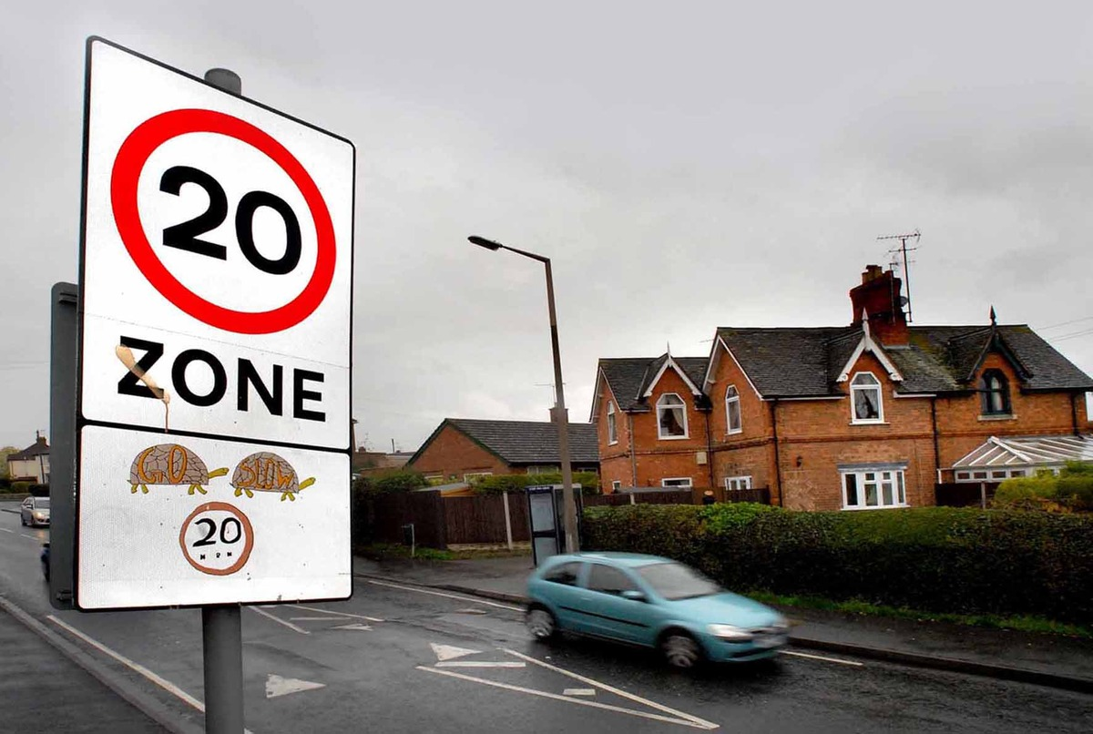 A 20 mph road sign at the top of Bilford Road by Tudor Grange School