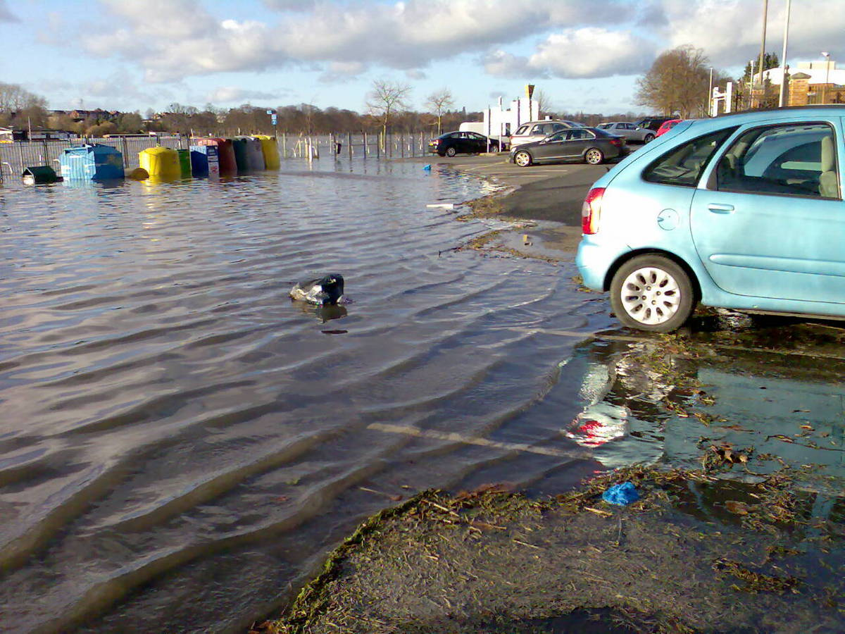 Floodwater creeps up to cars parked on Pitchcroft, Worcester