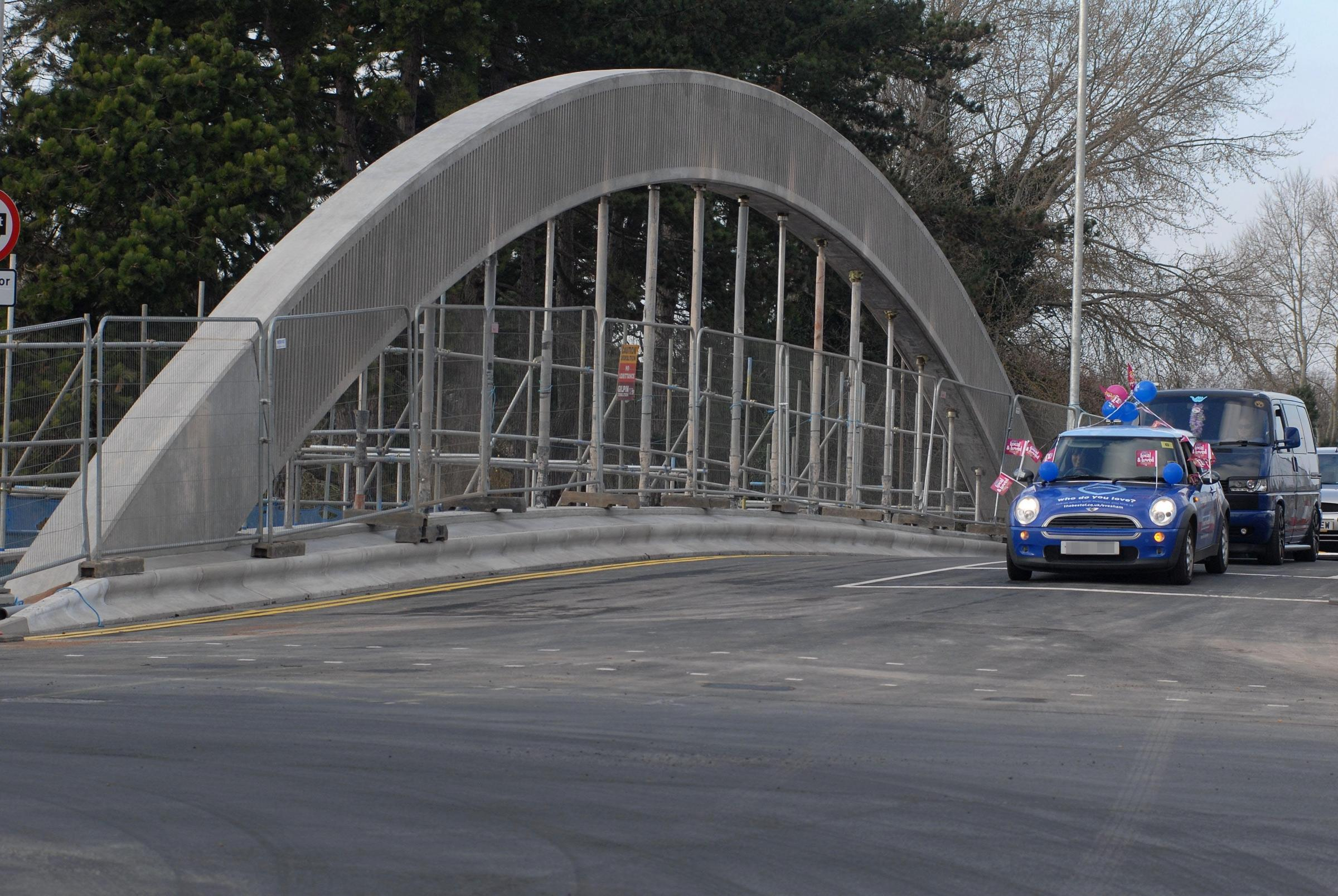 Bridge re-opens to sigh of relief from crowds