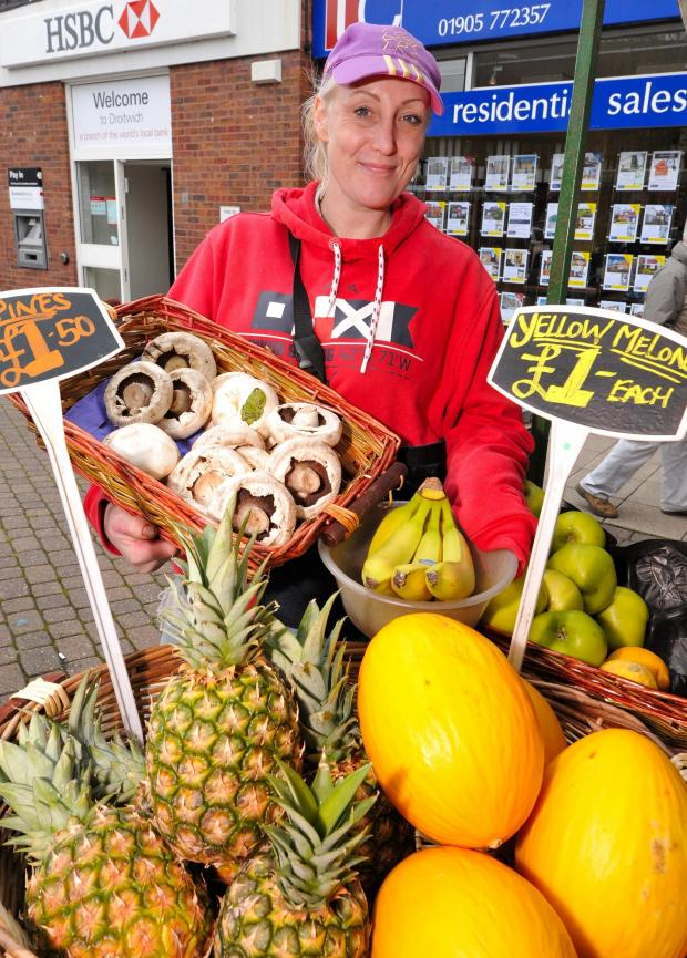 Worcester News: John Anyon        4/4/14       1414565001  Launch of Friday Charter Market in Droitwich on Friday.............Natalie Cleaver with some of her produce on her stall, ''Natalie's Fruit and Veg'' (5140818)