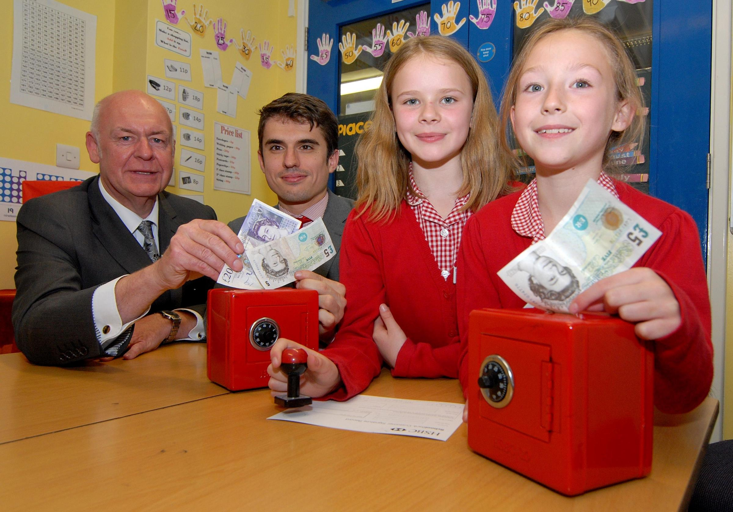 School opens a bank run by pupils