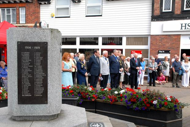 Worcester News: 2814649101 Paul Jackson 13.07.14 Droitwich First World War commemorative service in Victoria Square. (8163015)