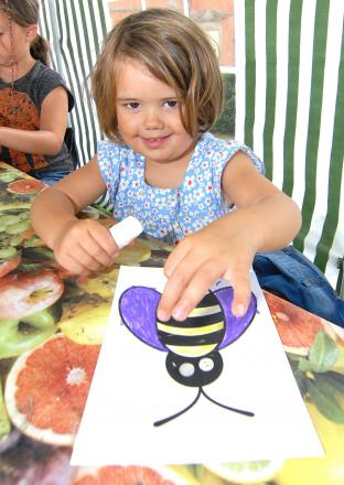 GETTING BUSY WITH A BEE: Isabelle Castree, aged, 3 gets crafty at Hanbury Hall. Picture by Nick Toogood. (8828467)