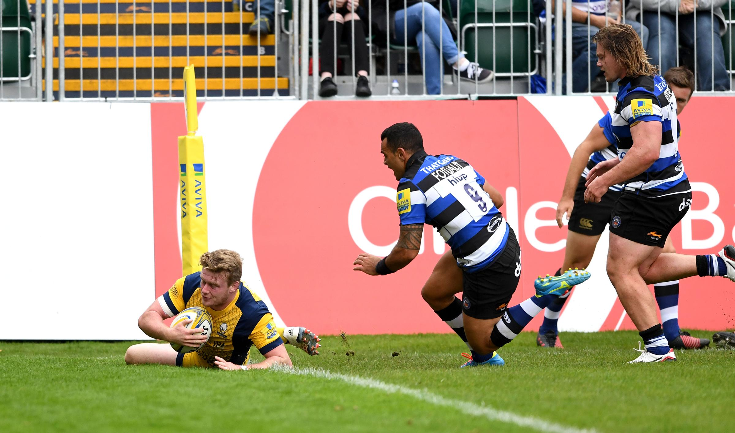 Hooker Niall Annett scores Worcester Warriors' opening try against Bath. Picture: Joe Meredith/JMP.