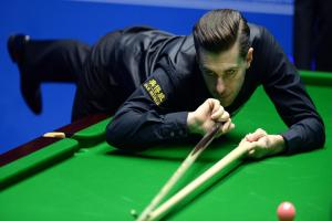 Mark Selby moves closer to quarter-finals in Sheffield