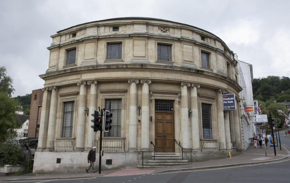 malvern town council bid to buy former natwest bank building in