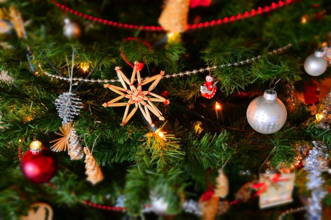 Should your decorations come down tomorrow or on Saturday? - When Is Twelfth Night - And Why Do We Take Down Our Christmas
