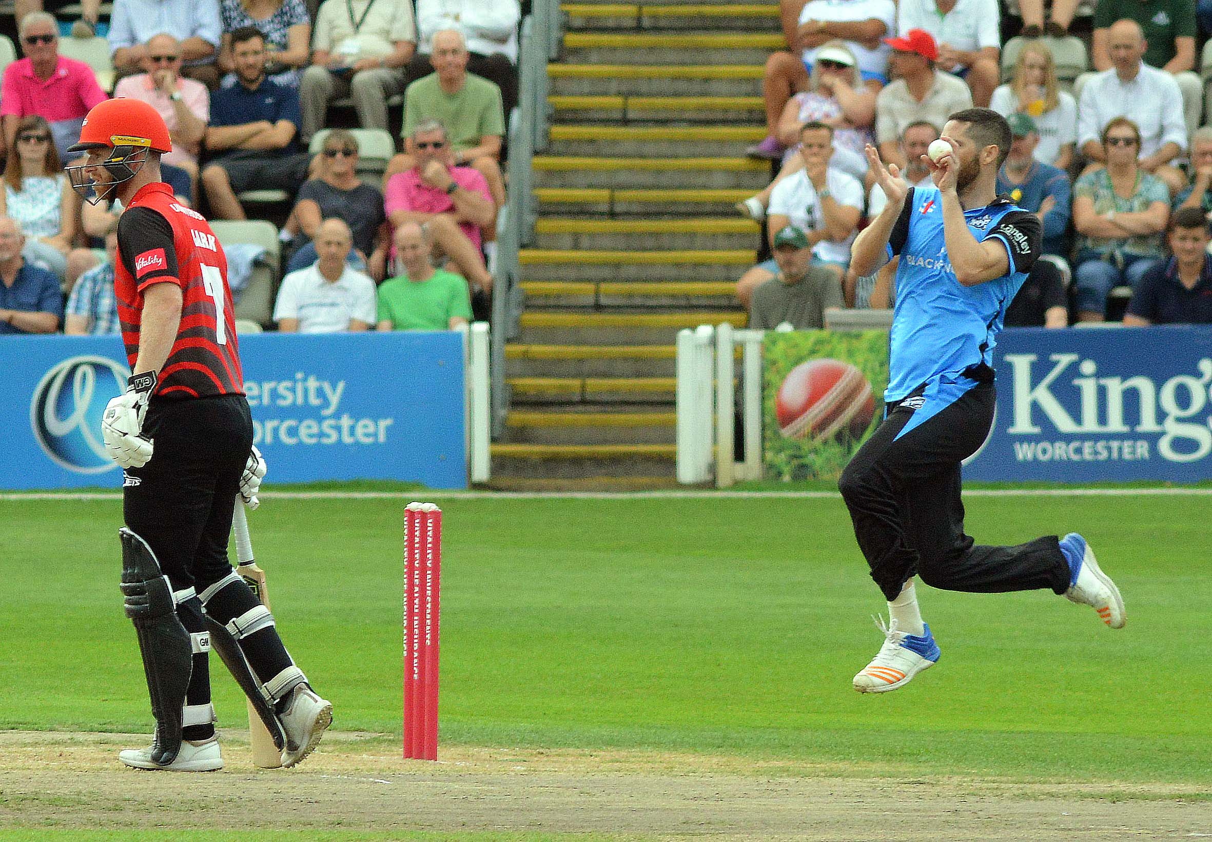 Wayne Parnell in action for Worcestershire
