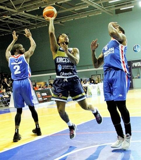 Darell Combs goes for the hoop. Picture: KEITH HUNT