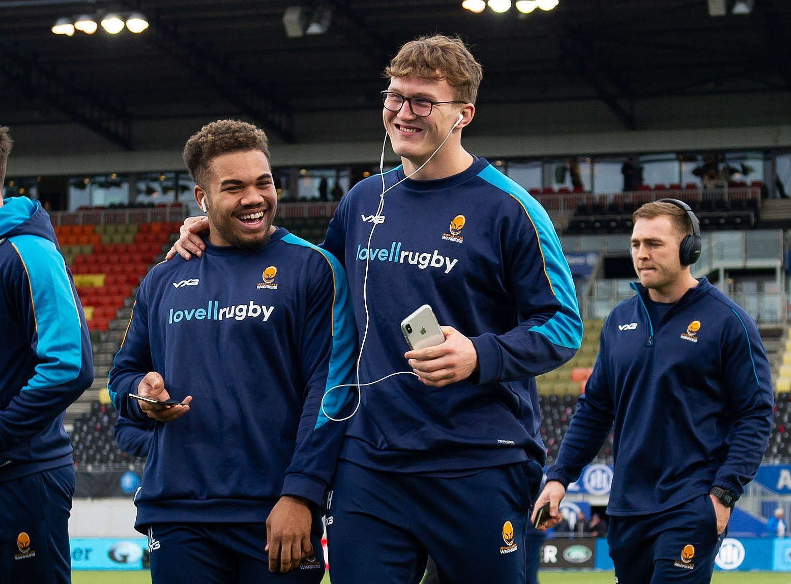 Ollie Lawrence and Ted Hill of Worcester Warriors - Mandatory byline: Patrick Khachfe/JMP - 07966 386802 - 29/12/2018 - RUGBY UNION - Allianz Park - London, England - Saracens v Worcester Warriors - Gallagher Premiership Rugby