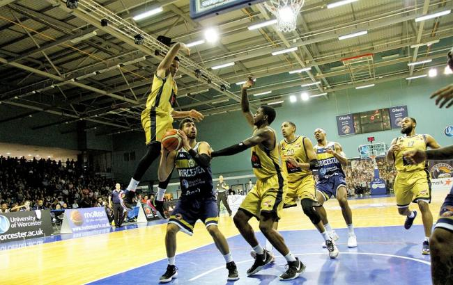 Miki Servera in action close to the basket for Worcester Wolves in the win over Glasgow Rocks. Picture: KEITH HUNT