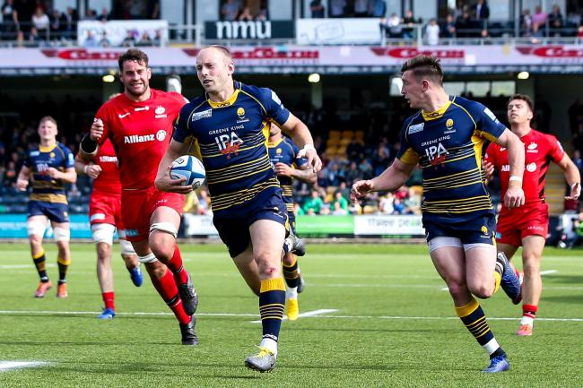 Chris Pennell crosses. Picture: Robbie Stephenson/JMP